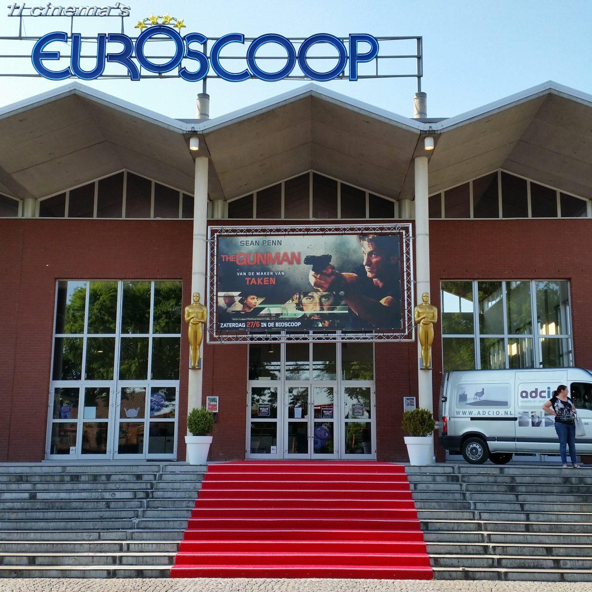 Gekleurd kunstgras Invention rood sfeer Euroscoop