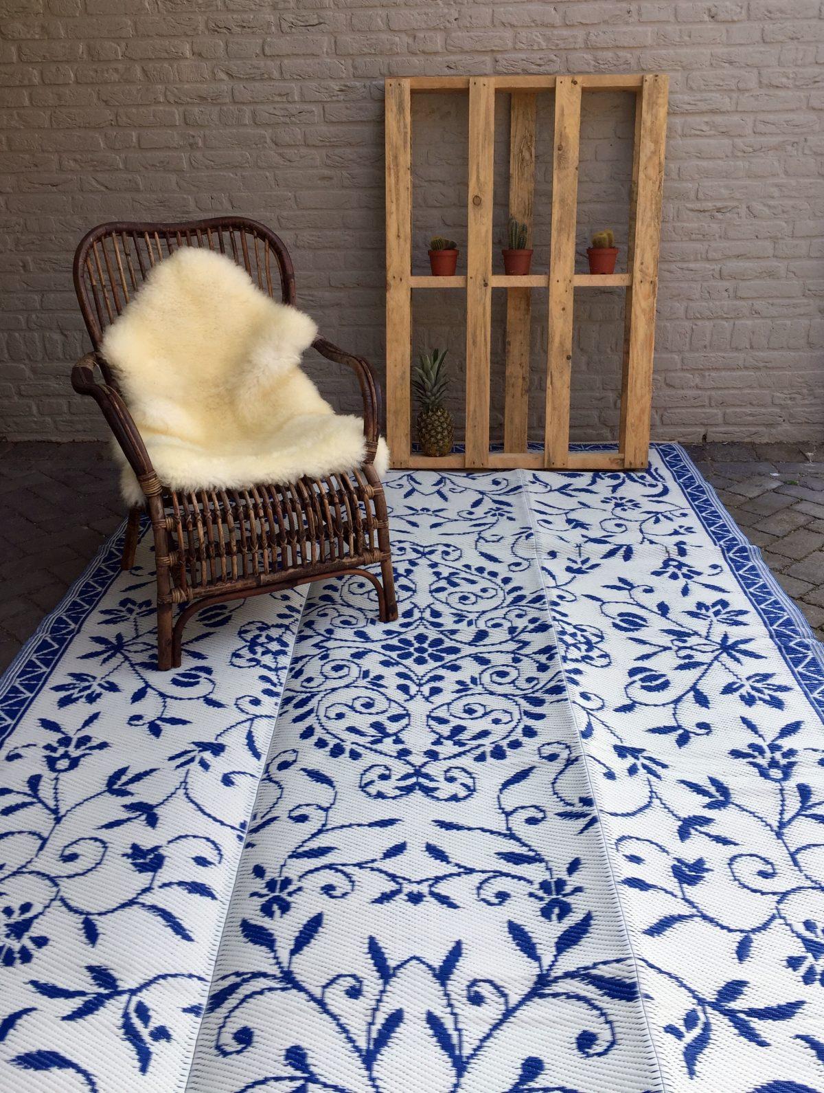 Buitenkleed kunststof India donkerblauw sfeer
